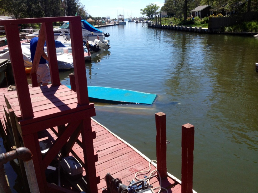 LongIsland-boat-fail-overturned-boat