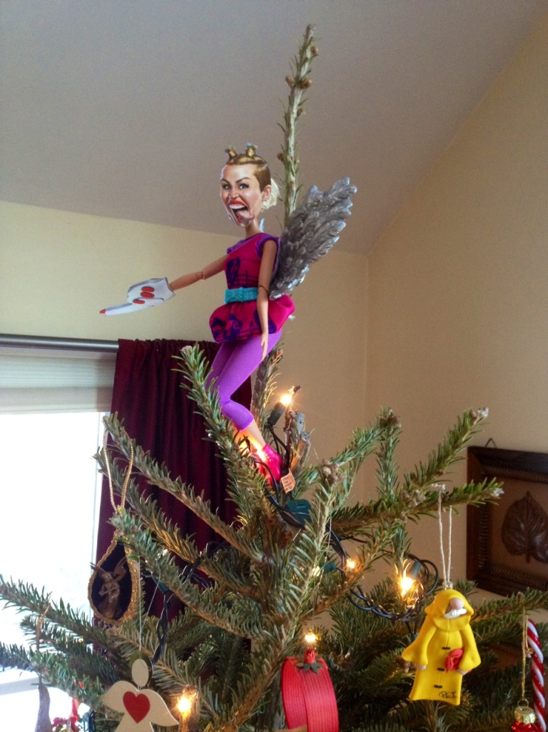2013-Babs-tree-Miley-CU