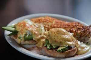 5-Pt-Cafe-CA-eggs-benedict